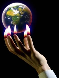 手指火焰上的地球图片