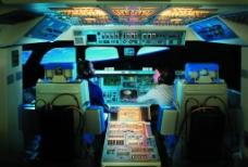 航天飞机模拟驾驶舱图片
