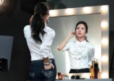 化妆台美女图片