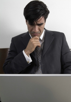 沉思工作的商务人物图片