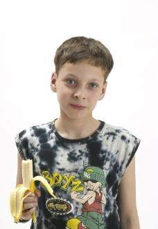 吃香蕉的孩子图片
