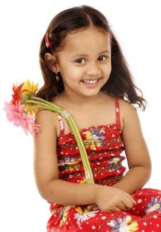 快乐的小女孩图片