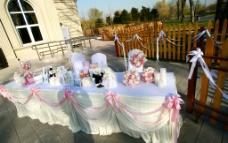 婚礼现场签到台布置图片