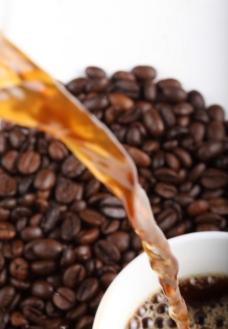 倒咖啡图片