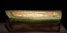 三彩剔划花兔纹枕图片