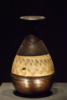 黑釉刻花玉壶春瓶图片