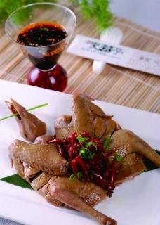 中式菜肴 辣乳鸽图片