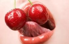 吃红樱桃的嘴唇舌头图片
