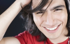 快乐微笑的帅哥图片